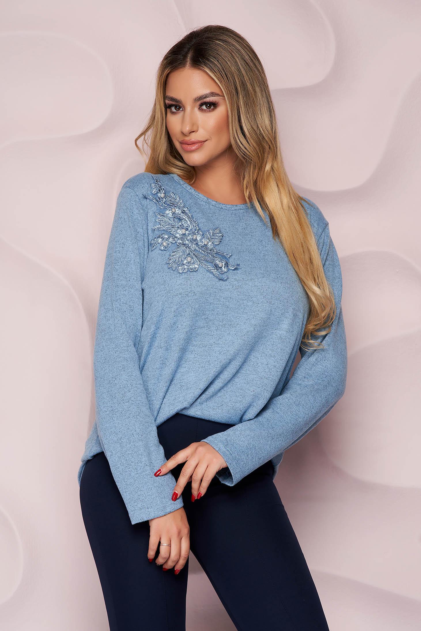 Pulover Lady Pandora albastru-inchis office cu croi larg din material tricotat elastic si subtire si broderie florala