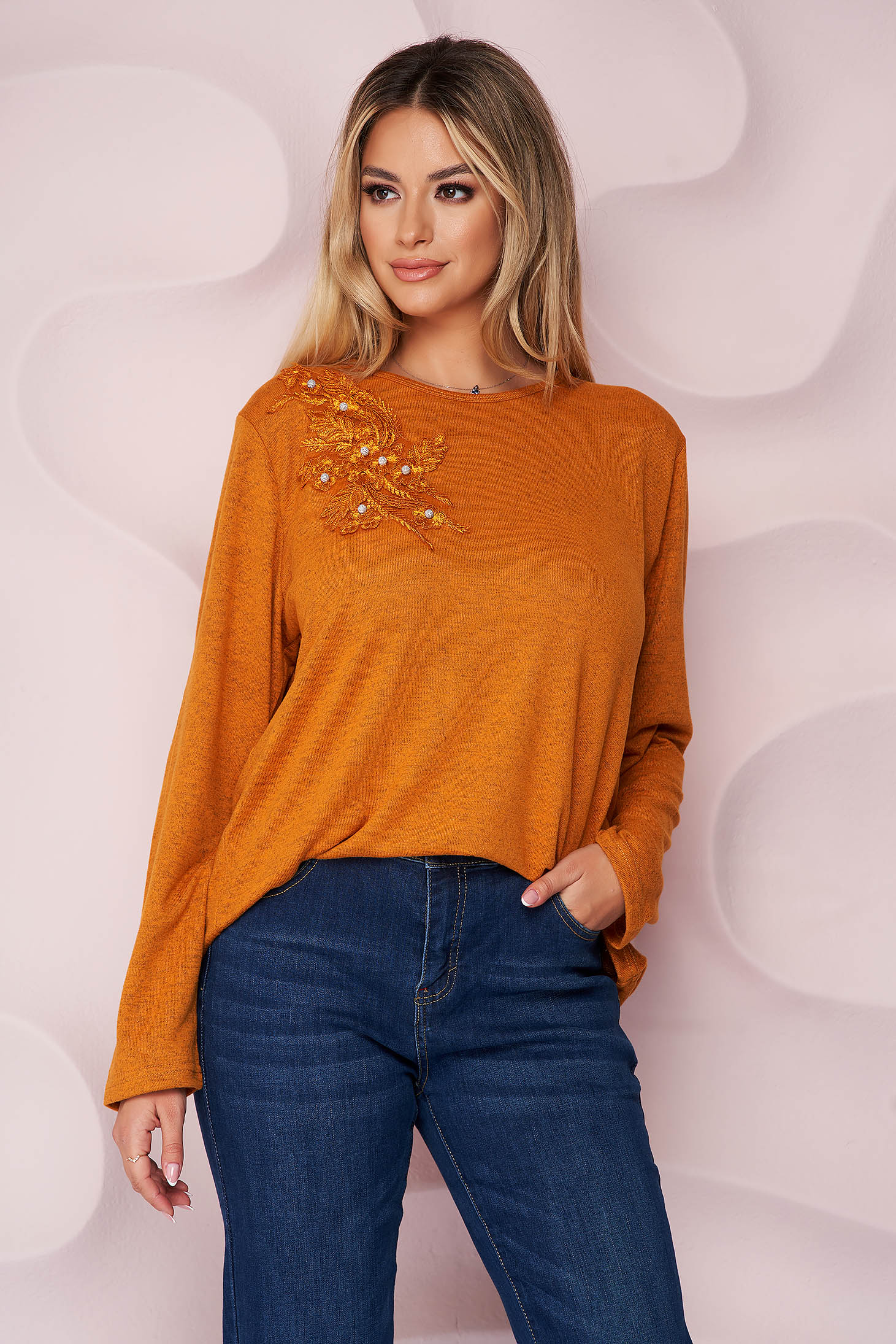 Pulover Lady Pandora portocaliu office cu croi larg din material tricotat elastic si subtire si broderie florala