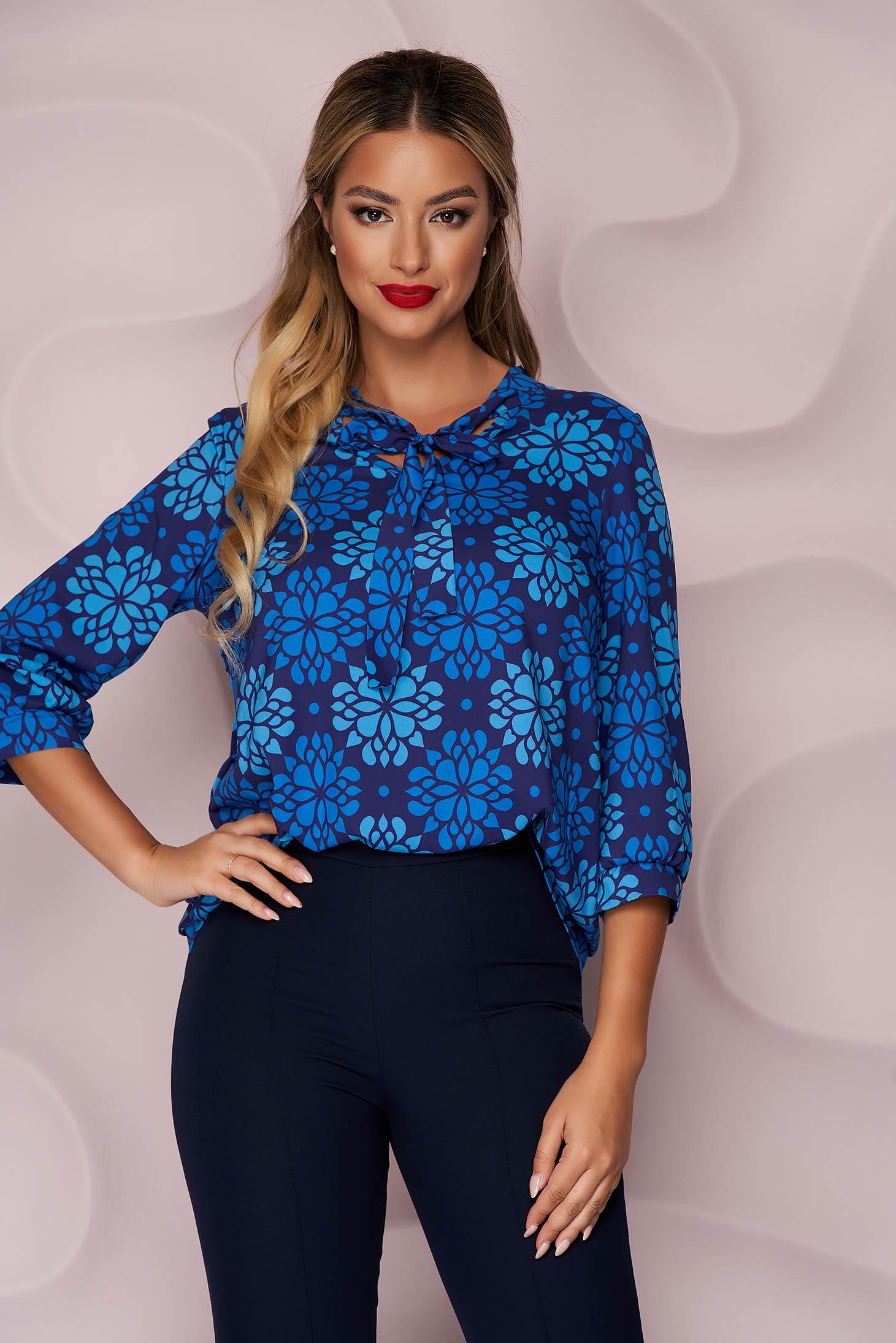 Bluza dama StarShinerS albastru-inchis office cu croi larg asimetrica din material neelastic si imprimeu floral unic