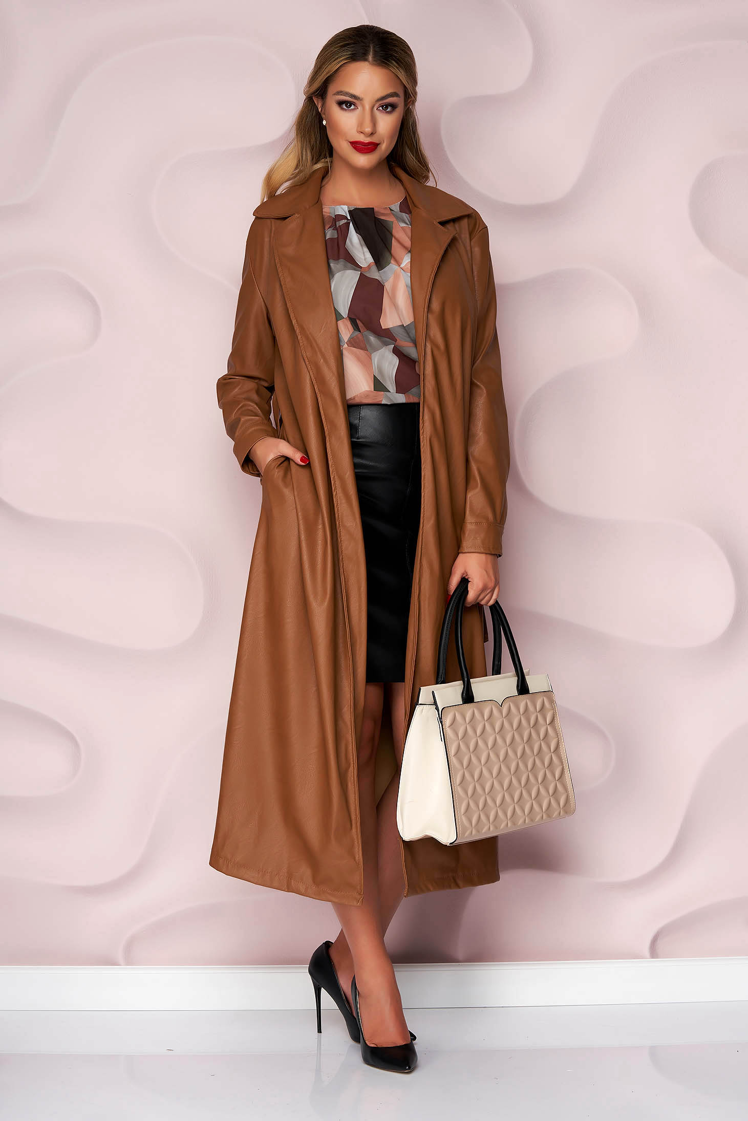Brown overcoat lateral pockets detachable cord ecological leather slightly elastic fabric