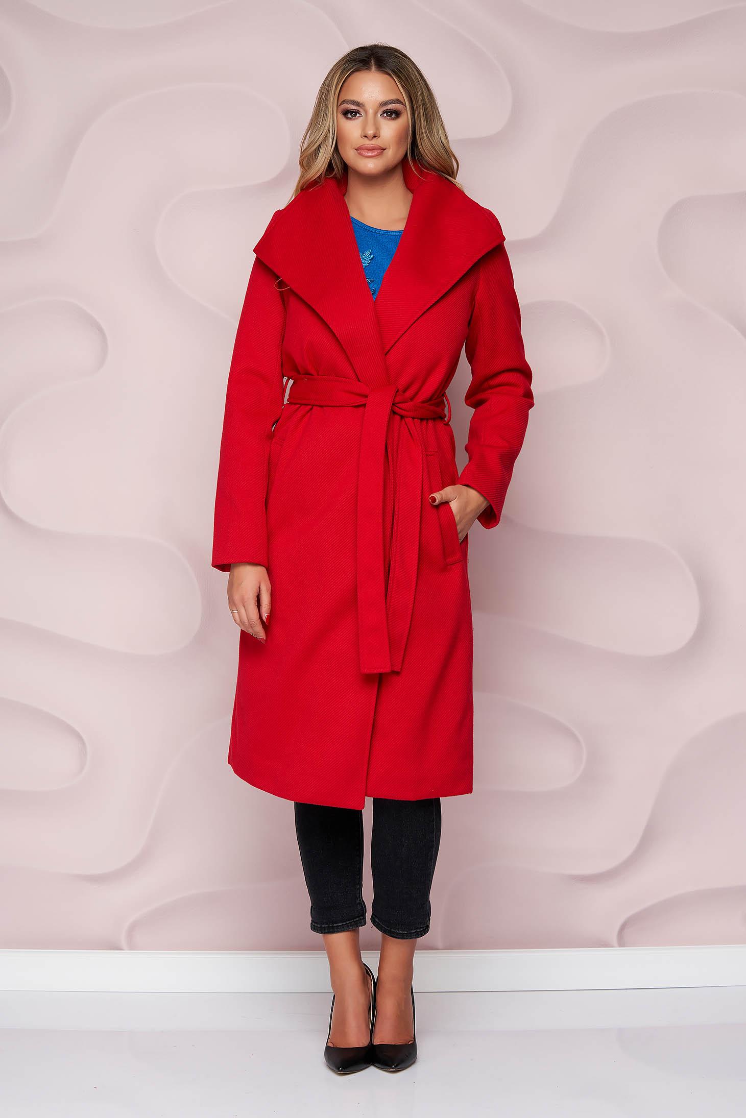 Palton SunShine rosu imblanit cu un croi drept din material gros si cordon detasabil