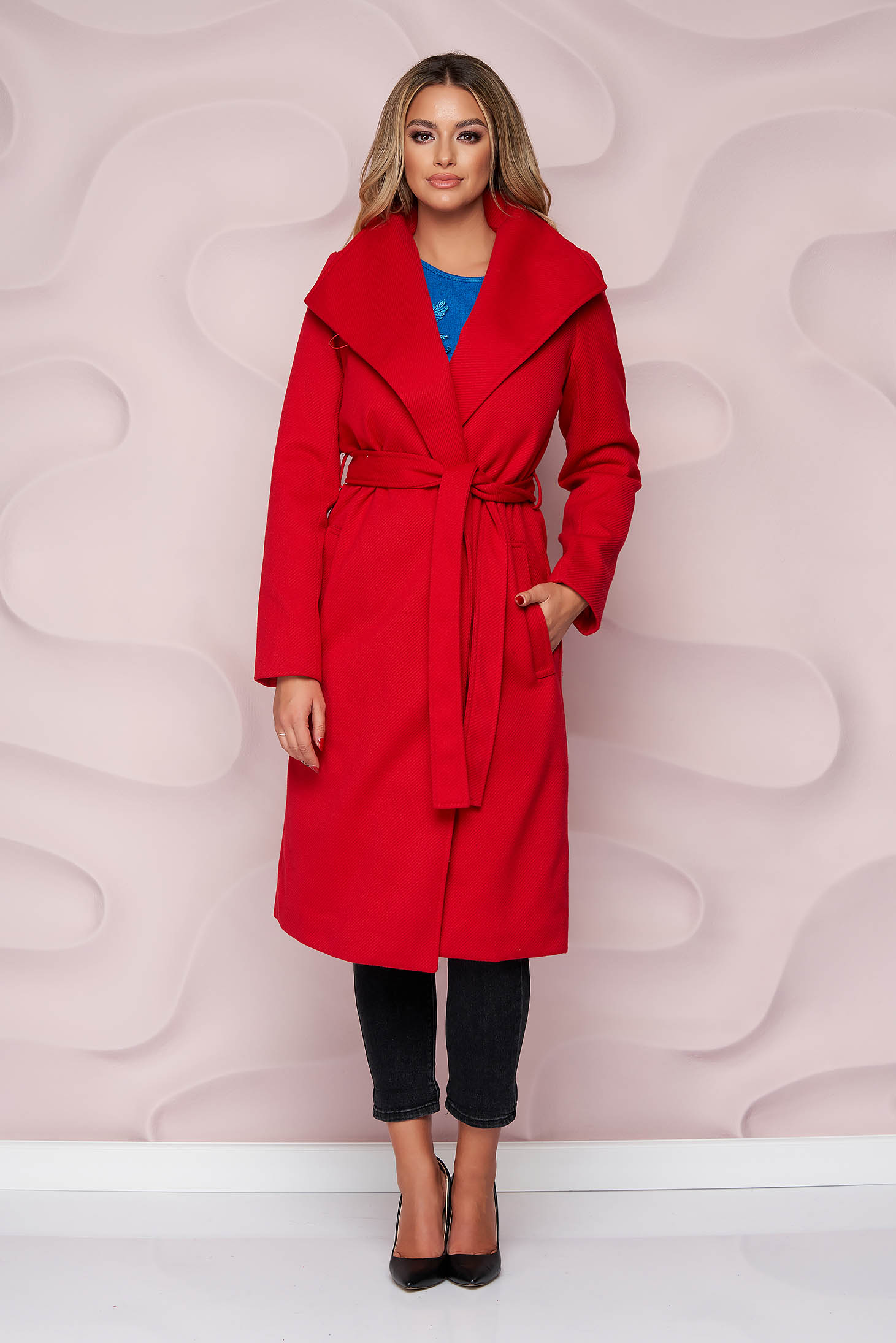 Red coat with straight cut thick fabric detachable cord with faux fur lining