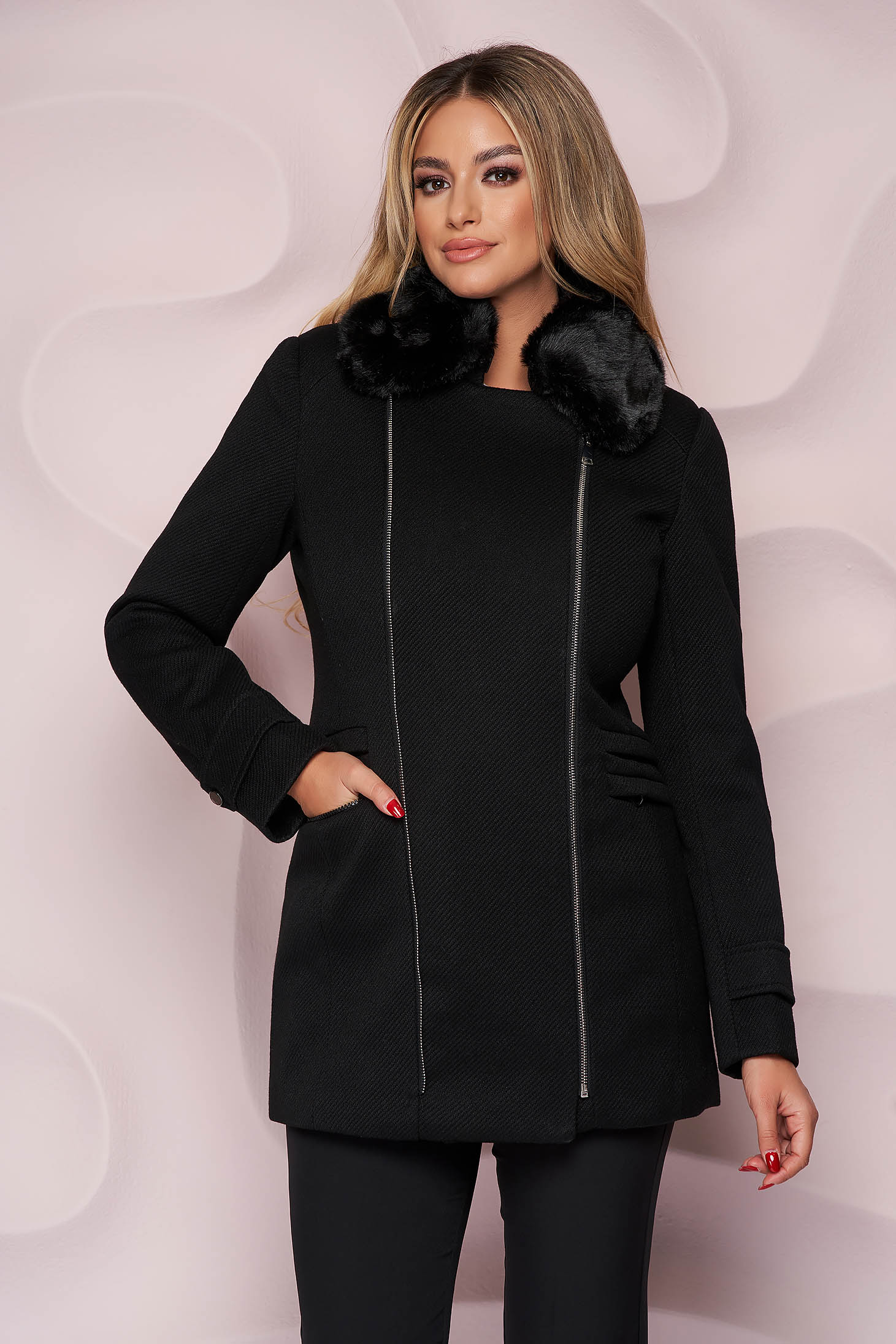 Black coat elegant short cut straight cloth with faux fur accessory