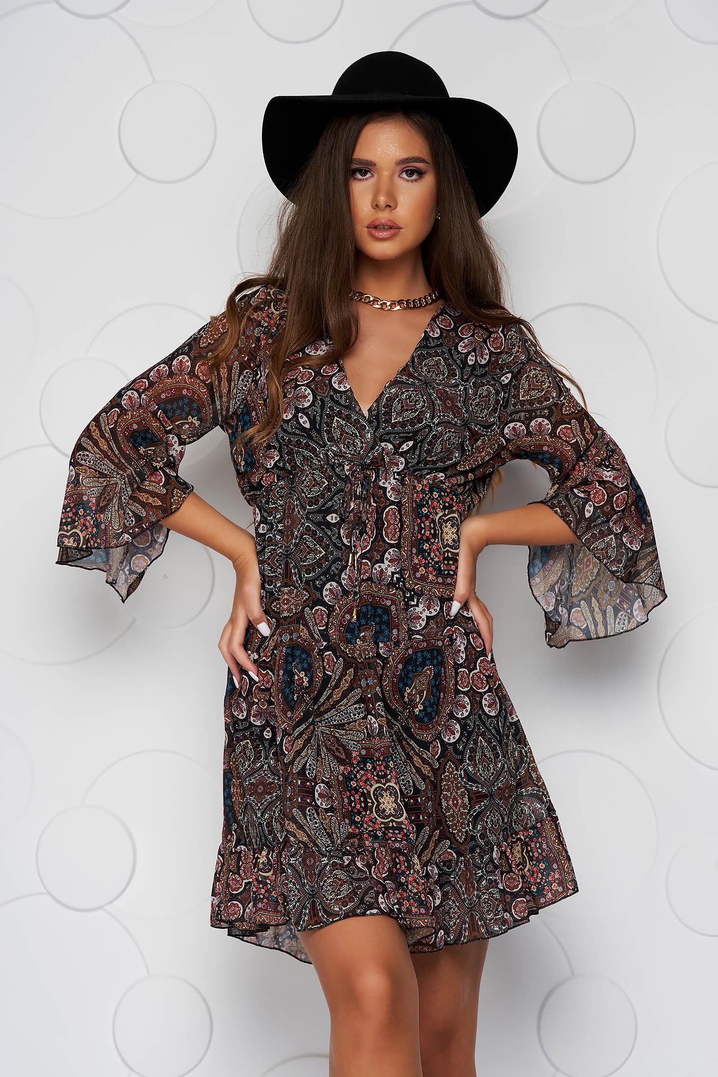 Casual vékony anyagú ruha harang alakú gumirozott derékrésszel, muszlin bővülő ujjakkal és fodrokkal a ruha alján