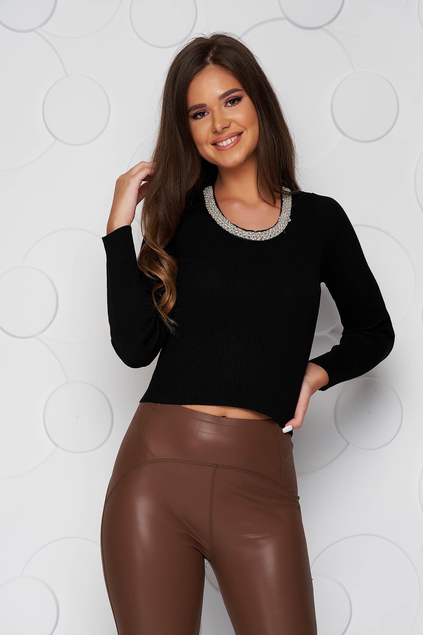 Bluza dama neagra scurta casual din material elastic tricotat si aplicatii cu perle