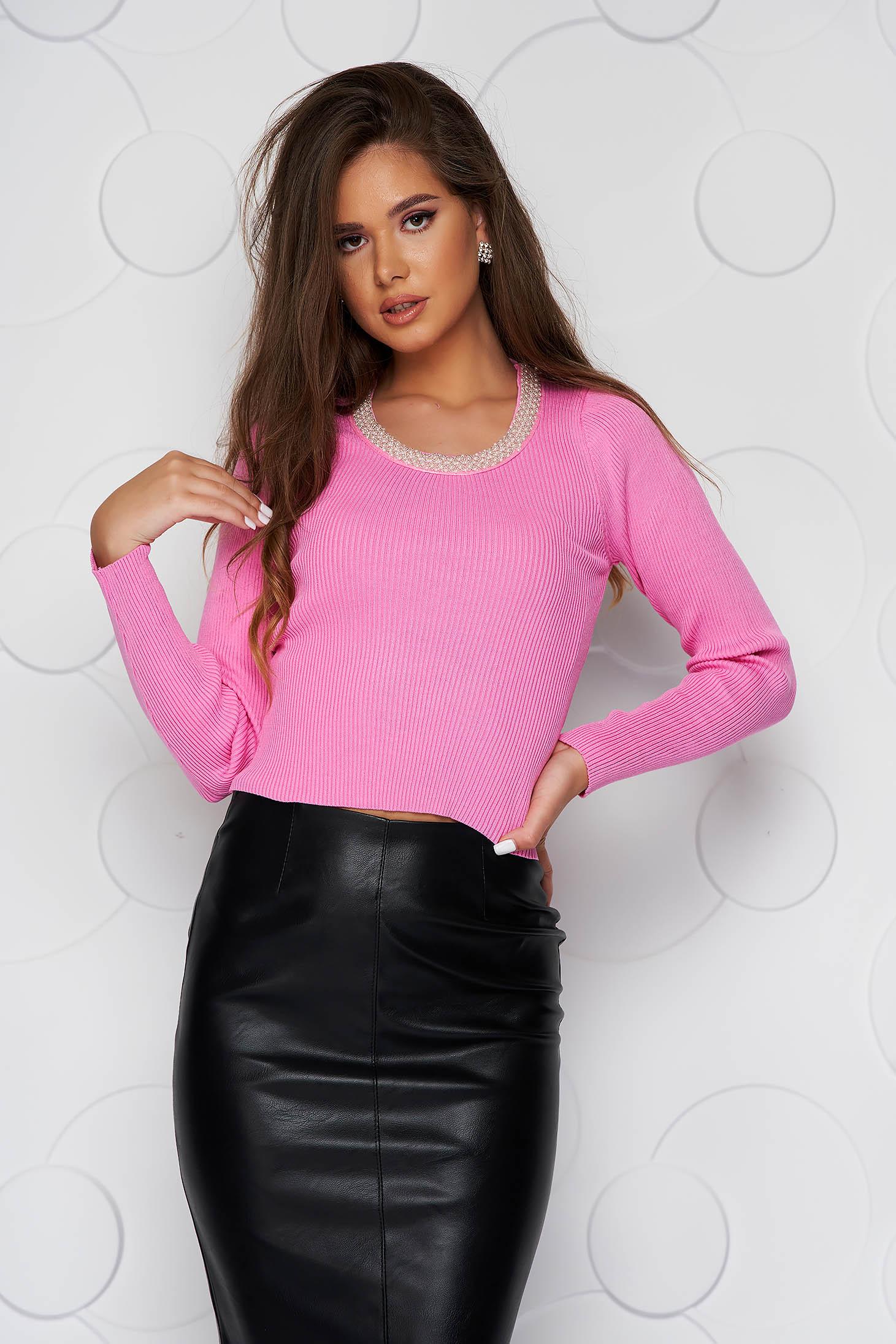 Bluza dama roz scurta casual din material elastic tricotat si aplicatii cu perle