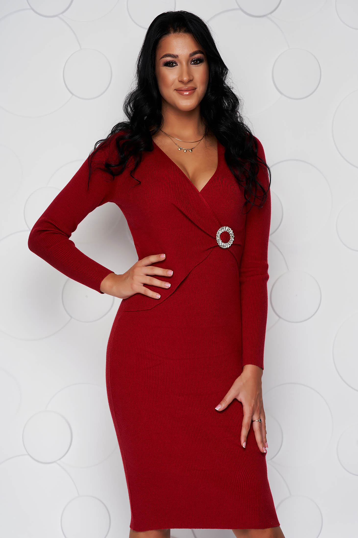 Red dress midi knitted from elastic fabric with tented cut accessorized with breastpin