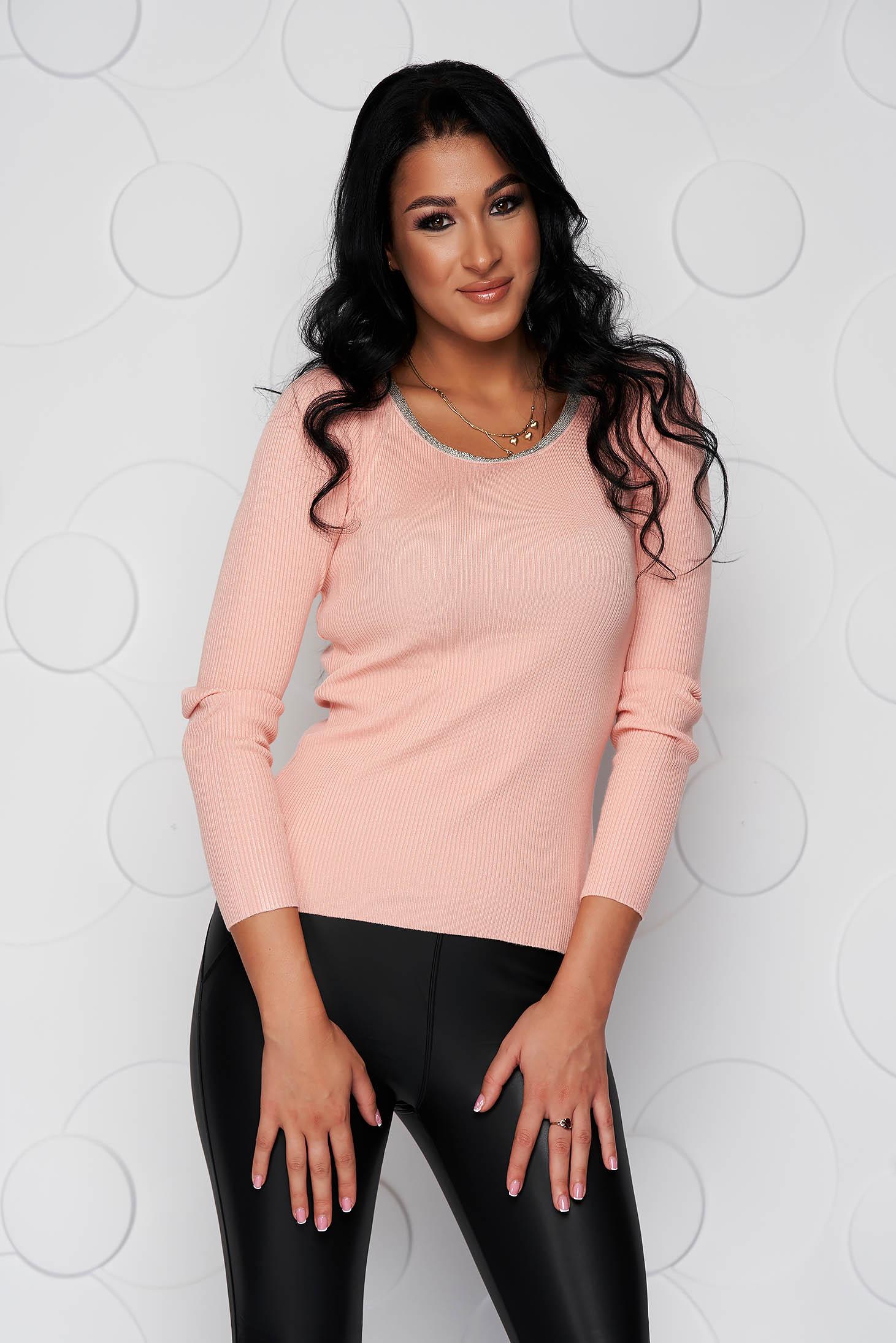 Világos rózsaszínű casual szűk szabású női blúz kötött rugalmas anyagból strassz köves díszítéssel