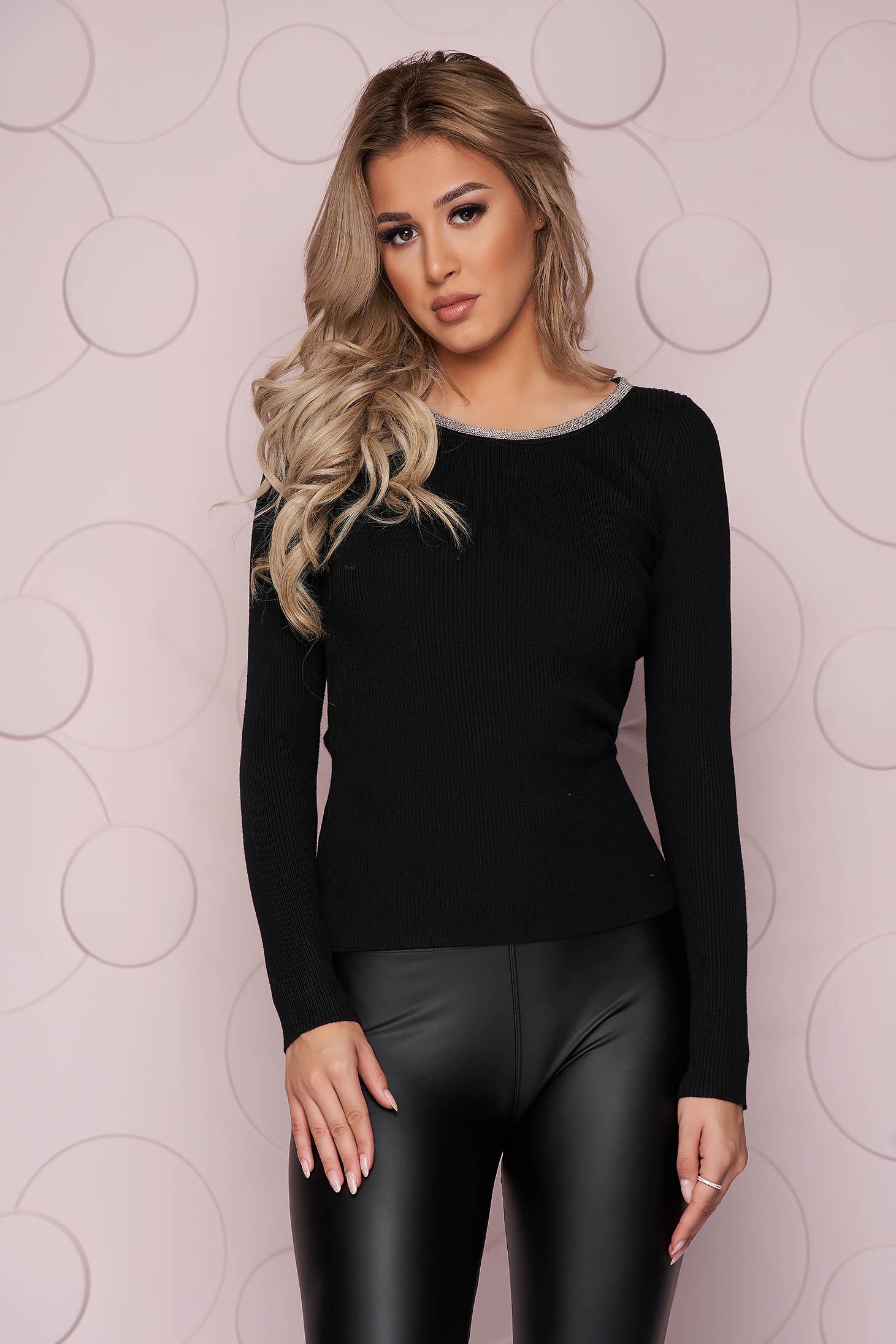 Fekete casual szűk szabású női blúz kötött rugalmas anyagból strassz köves díszítéssel