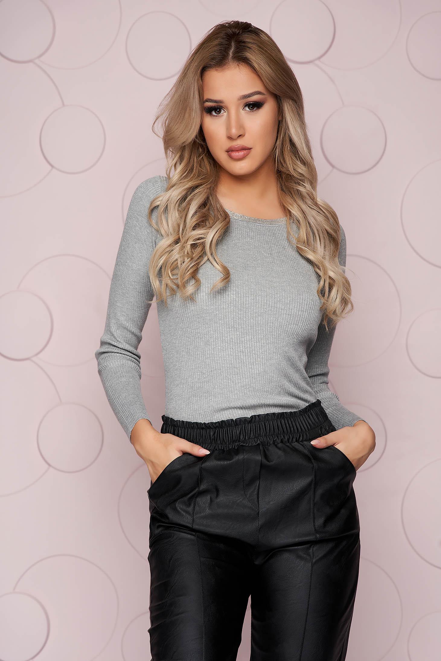 Bluza dama SunShine gri casual mulata din material elastic tricotat si aplicatii cu pietre strass