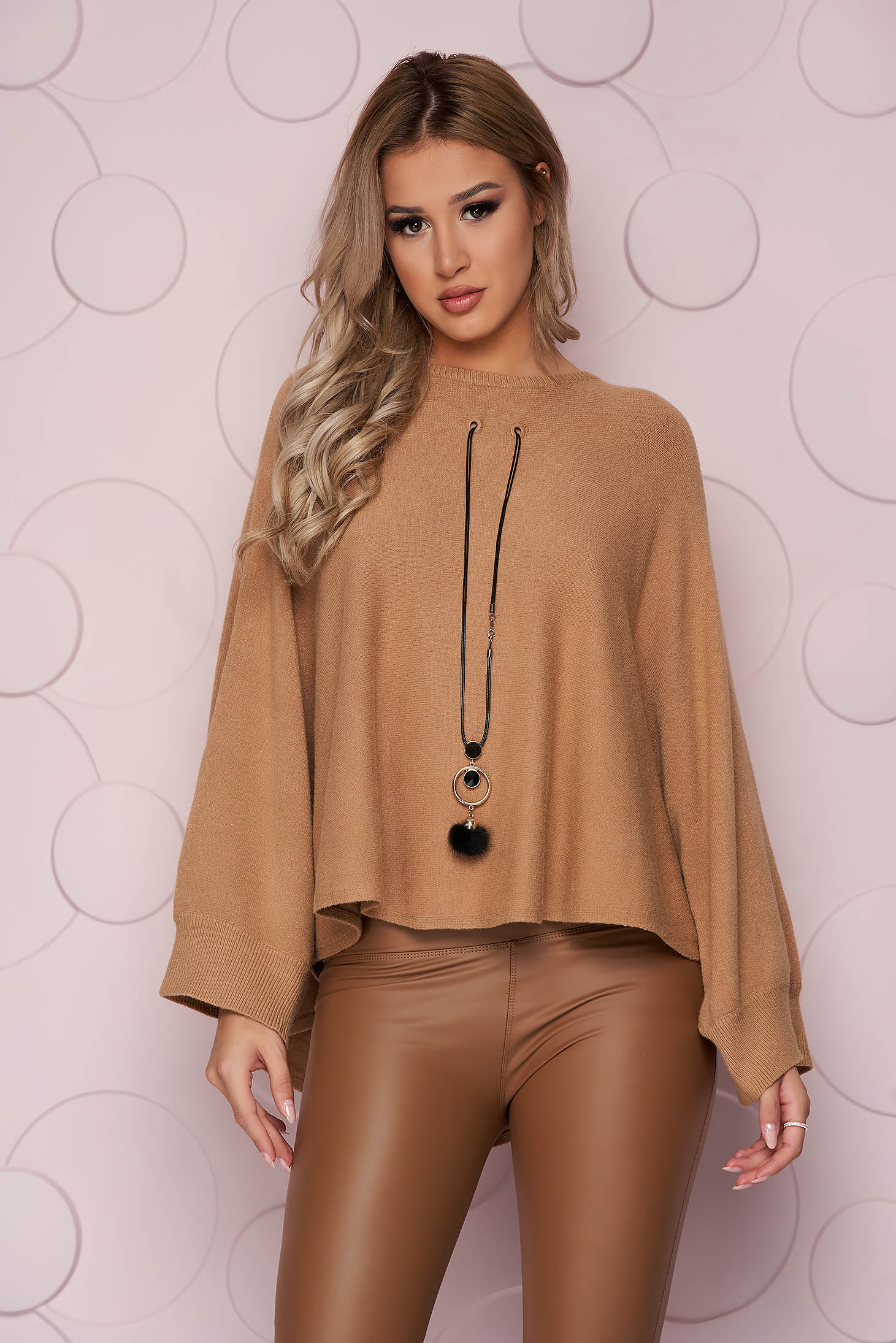 Cream sweater loose fit knitted fabric from elastic fabric casual accesorised with necklace