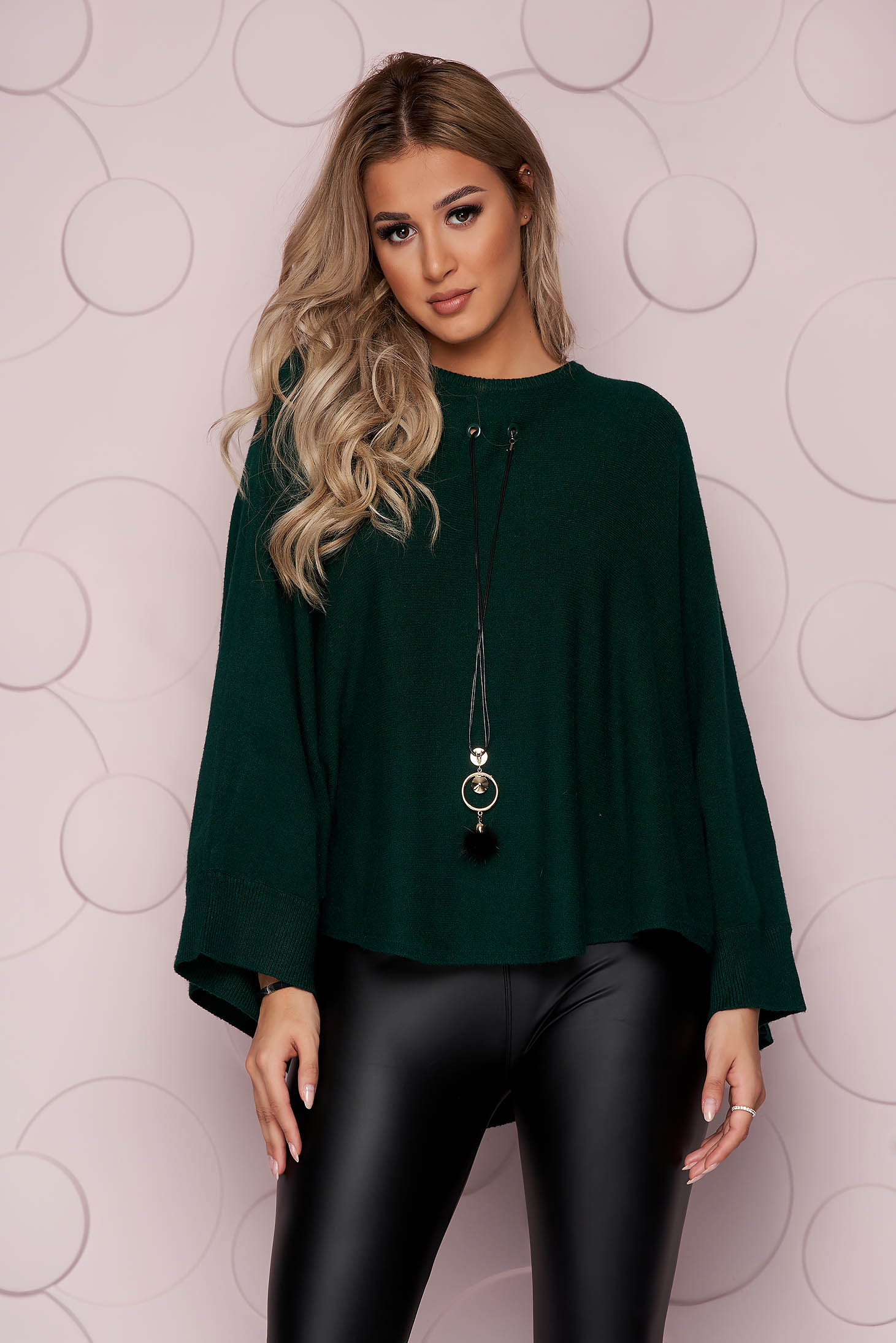 Darkgreen sweater loose fit knitted fabric from elastic fabric casual accesorised with necklace