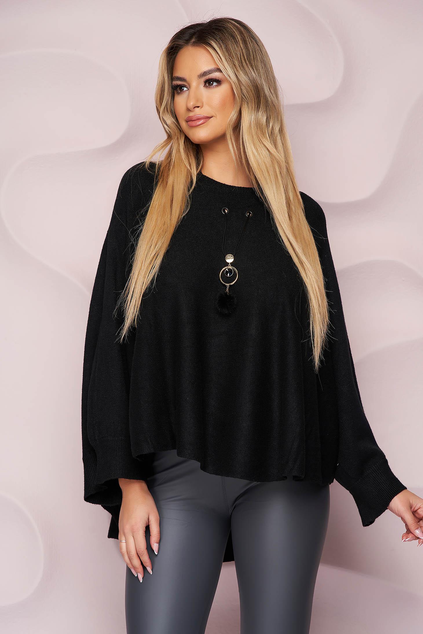 Pulover tip poncho SunShine negru casual cu croi larg din material tricotat si elastic si accesoriu tip colier