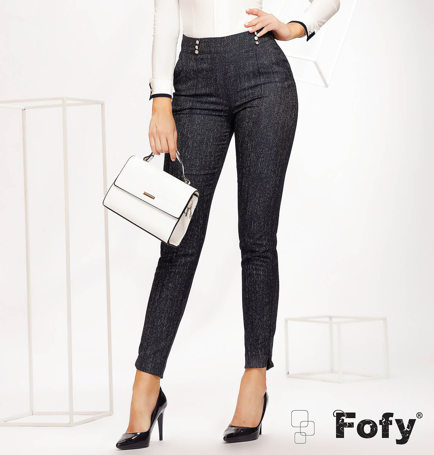 Pantaloni Fofy albastru-inchis office conici cu talie normala din material subtire accesorizati cu nasturi si buzunare laterale