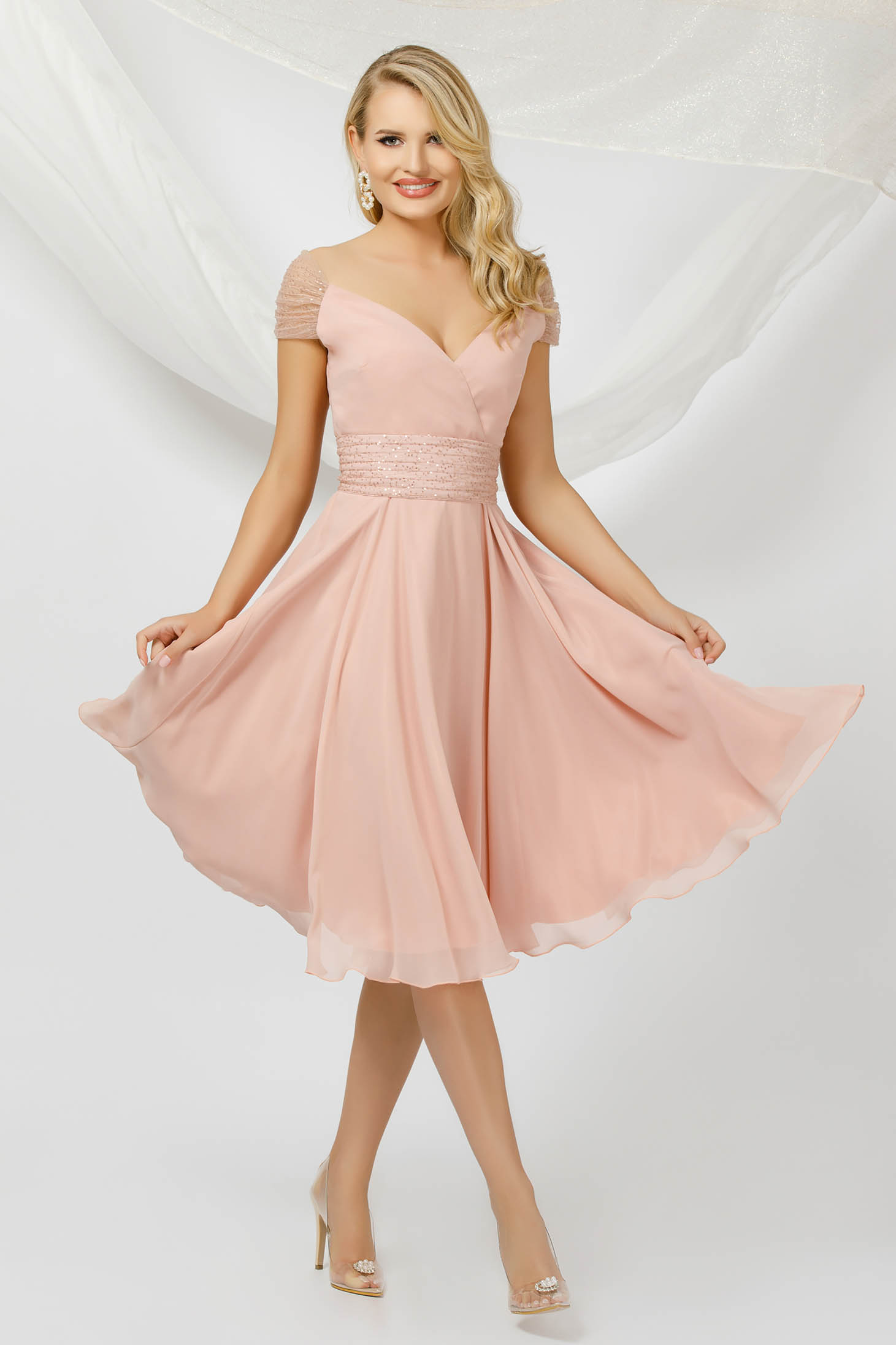 Rochie PrettyGirl roz deschis midi de ocazie din material subtire din voal si aplicatii cu paiete