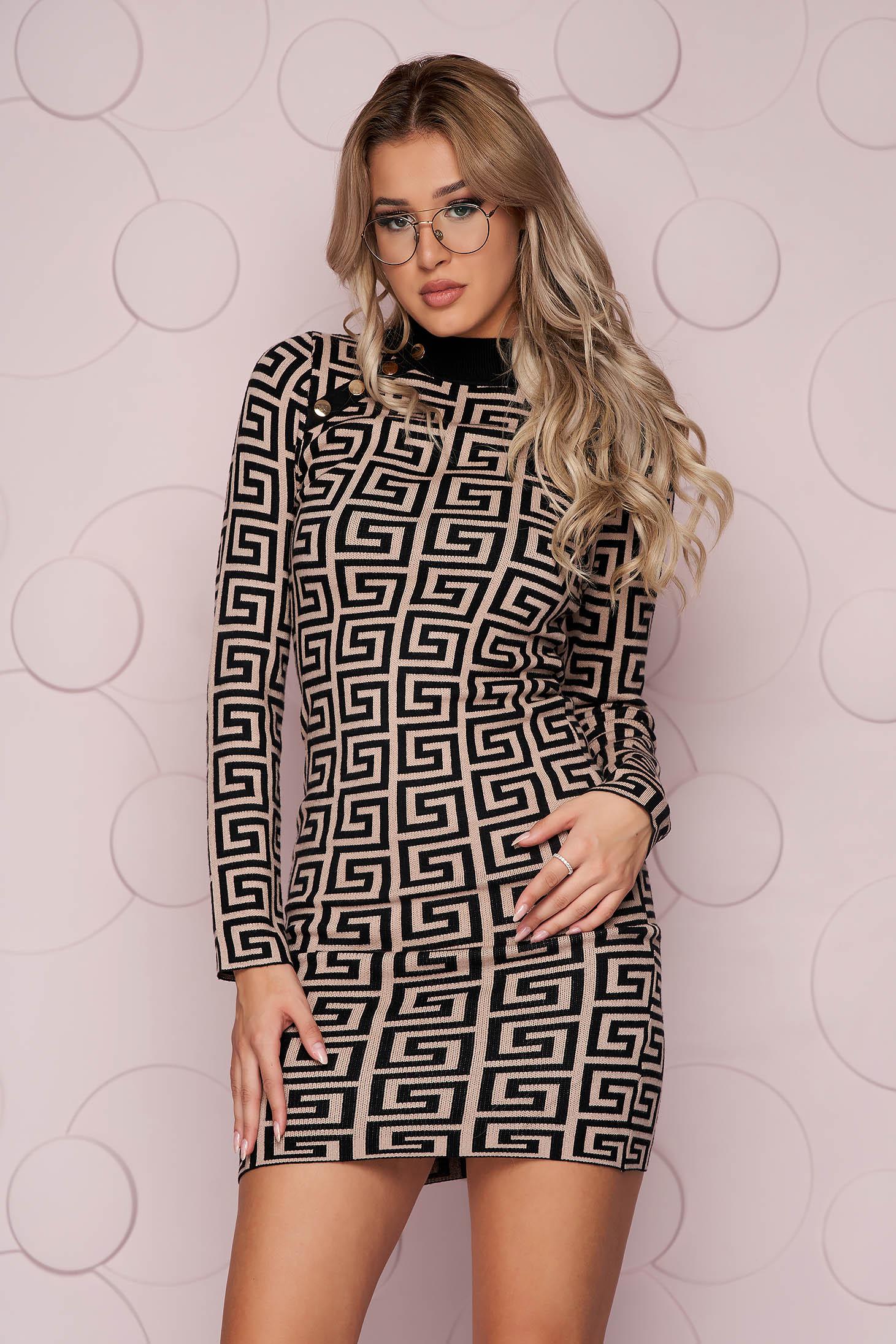 Rochie SunShine maro scurta cu un croi mulat din material tricotat subtire si elastic accesorizata cu nasturi