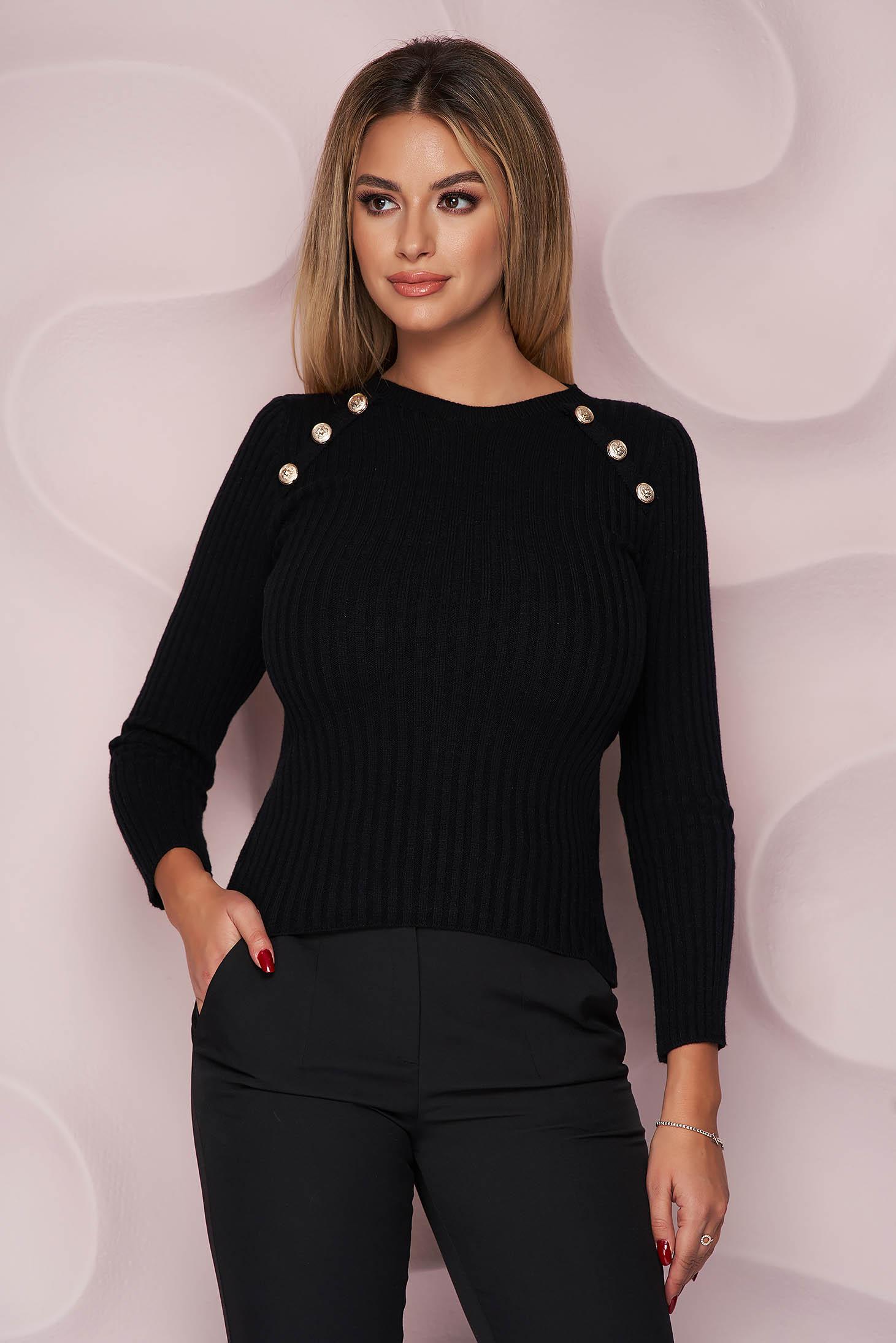 Pulover SunShine negru cu un croi mulat din material tricotat reiat si fin la atingere accesorizat cu nasturi