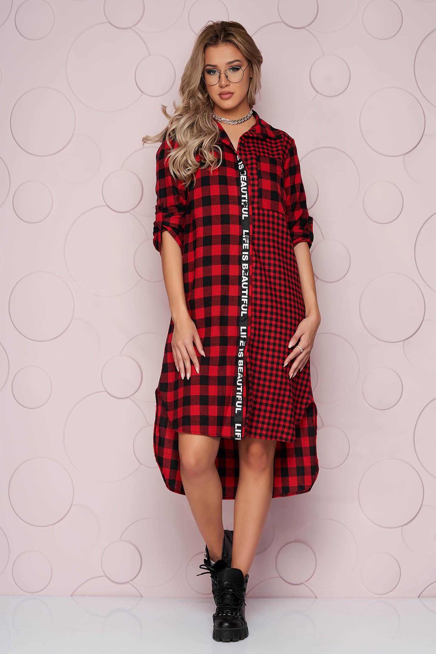 Kockás piros egyenes szabású asszimmetrikus ruha merevitett vékony anyagból