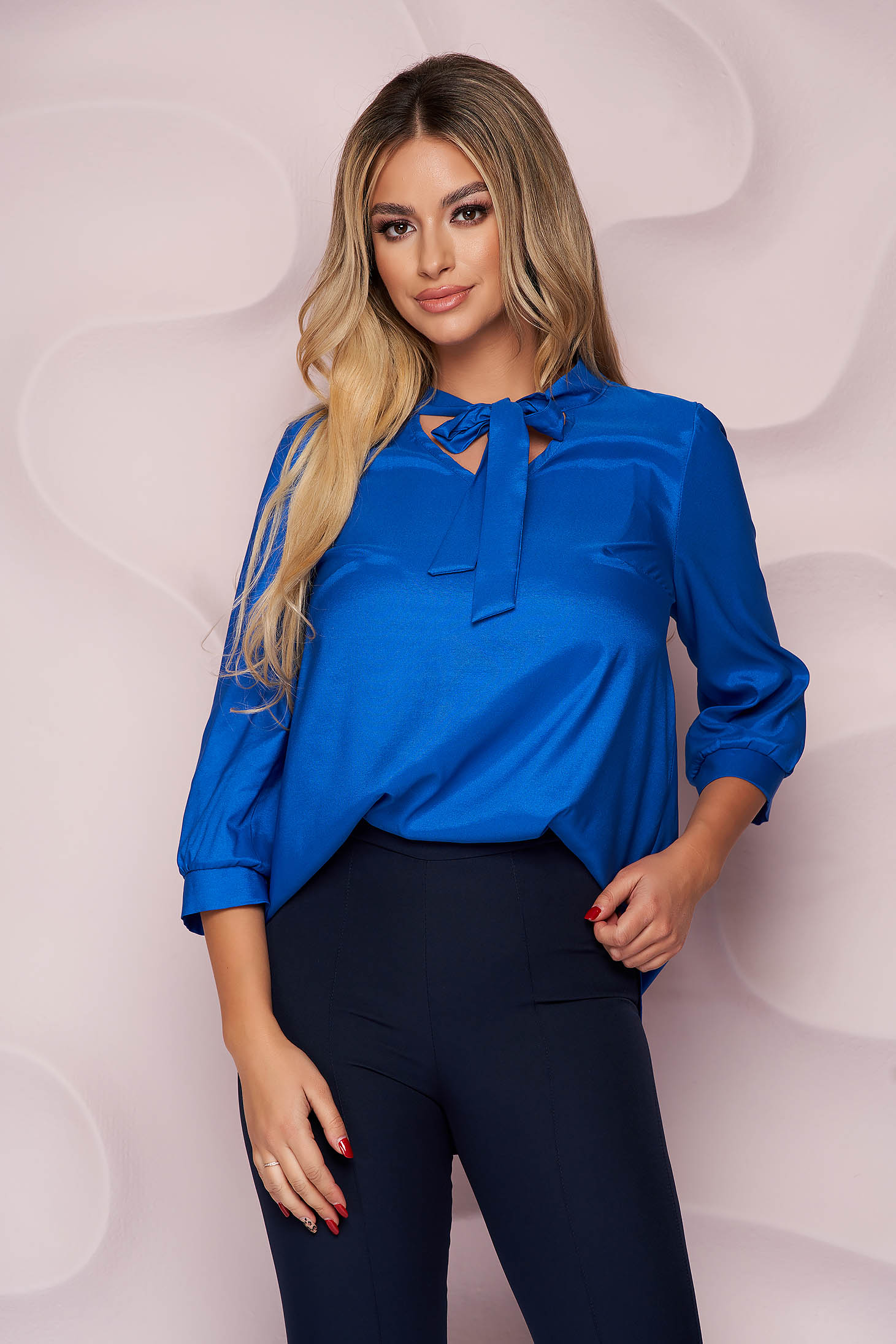 Bluza dama StarShinerS albastra office cu croi larg asimetrica din material fluid din satin neelastic care se leaga cu fundita