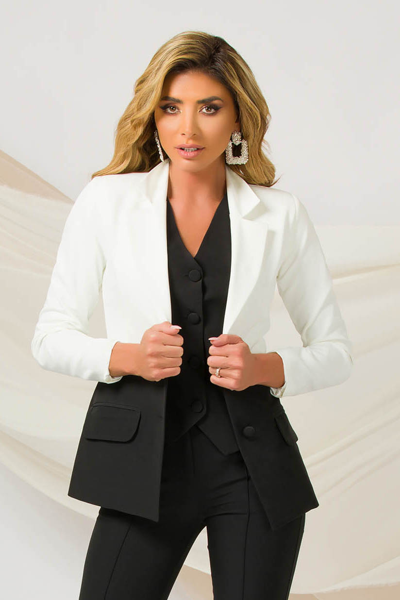 Sacou PrettyGirl negru office cu un croi cambrat din material usor elastic cu umerii usor buretati