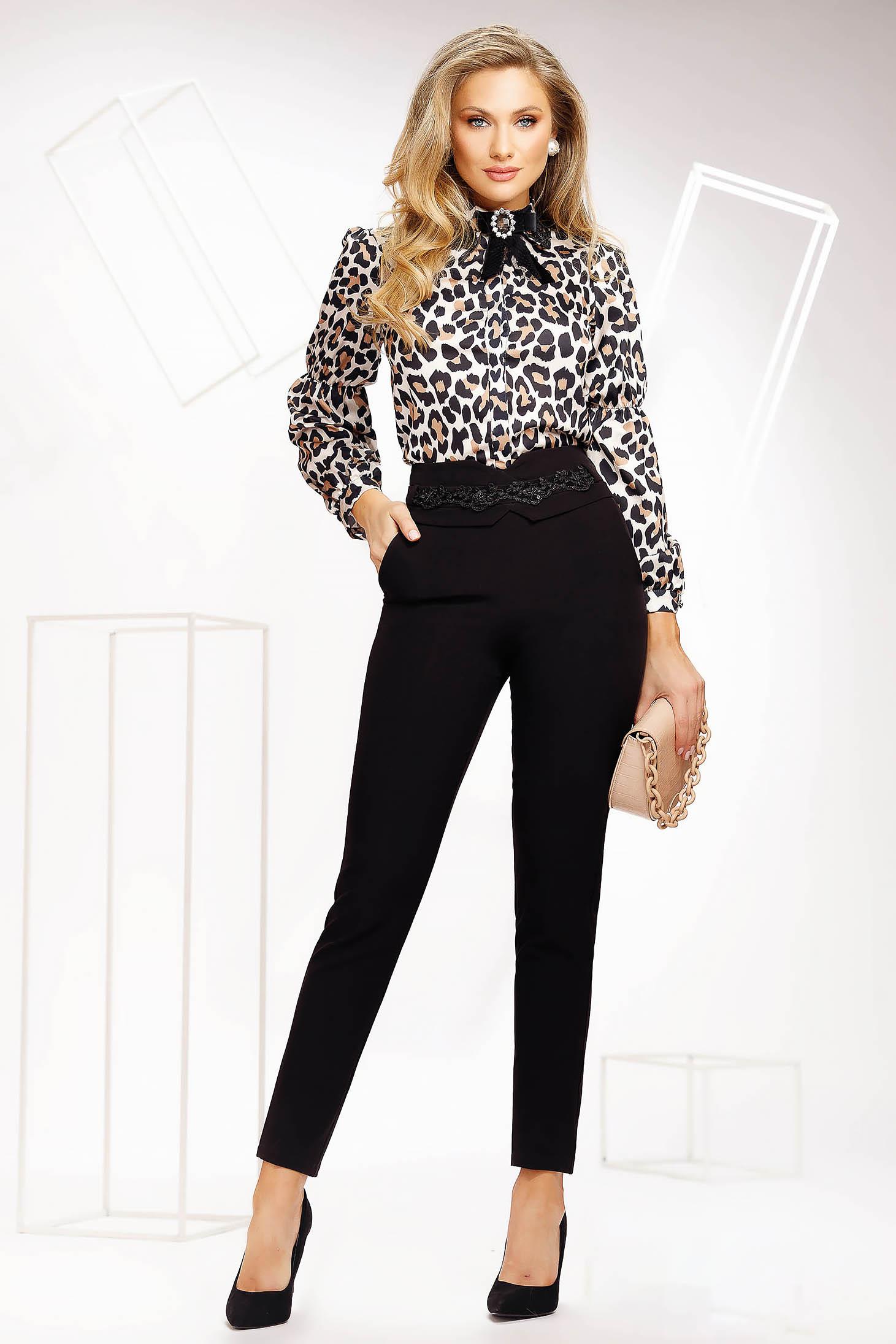 Pantaloni Fofy negri office conici cu talie normala din material usor elastic cu aplicatii de dantela si margele