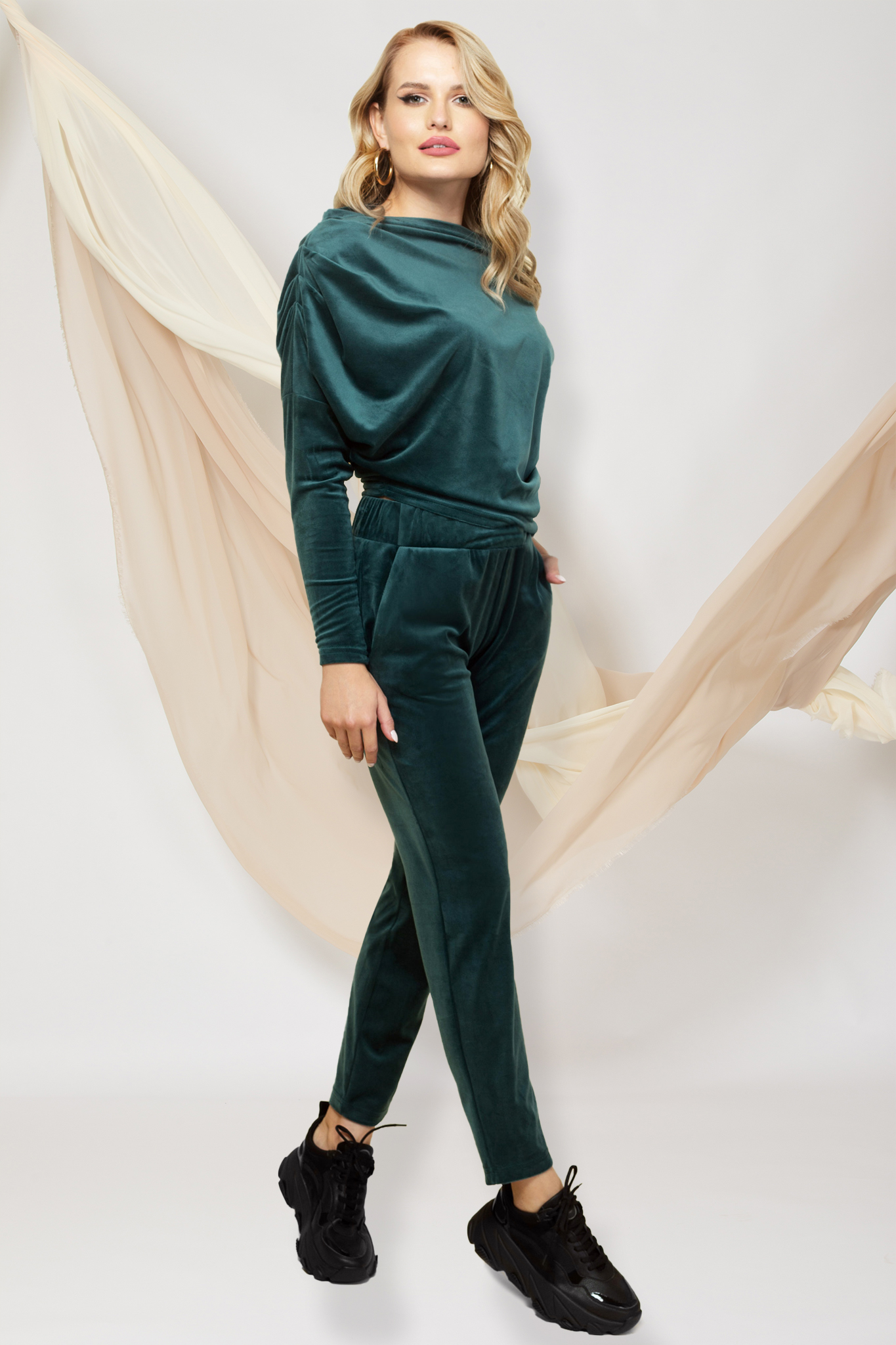 Trening PrettyGirl verde-inchis cu croi larg din doua piese din catifea cu pantaloni cu buzunare si bluza cu umar cazut