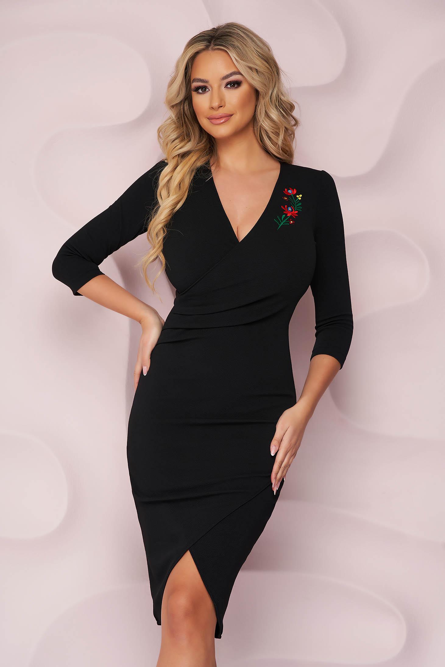 Fekete midi elegáns szűk szabású StarShinerS ruha virágos hímzéssel rugalmas anyagból
