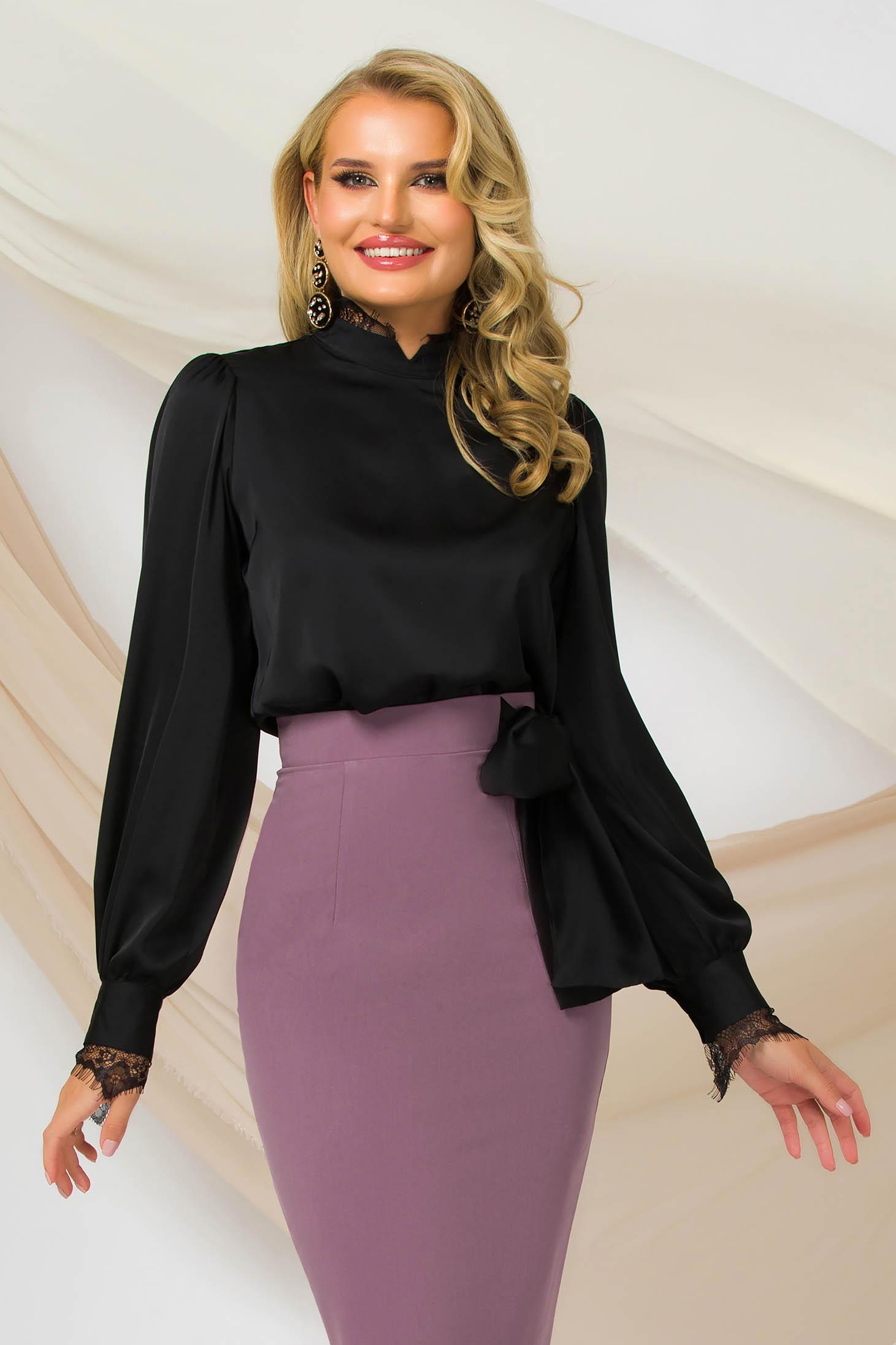 Fekete egyenes szabású, bő ujjú irodai női blúz szatén rugalmas anyagból csipke díszítéssel